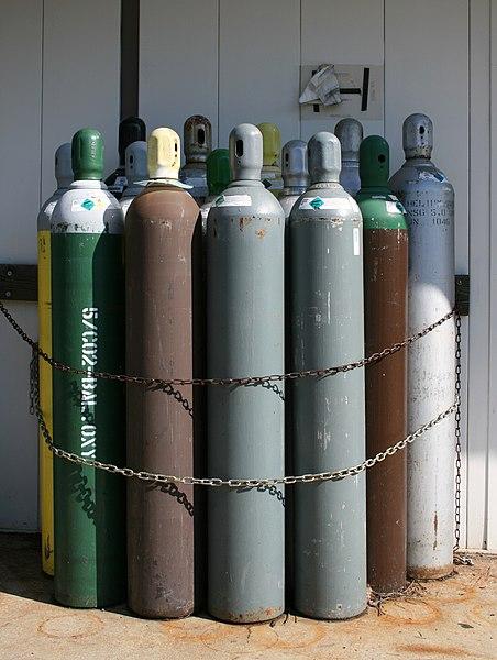 File:2008-07-24 Bundle of compressed gas bottles.jpg