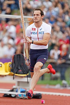2014 DécaNation - Pole vault 14.jpg