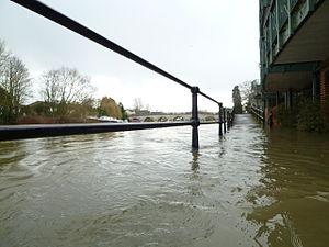 Maidenhead Bridge - Flooding at Maidenhead Bridge, February 2014