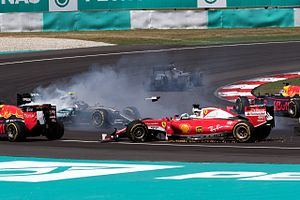 2016 Malaysian Grand Prix - The incident between Nico Rosberg and Sebastian Vettel on the opening lap