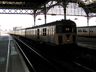 British Rail Class 207 - Image: 207203 arriving at London Bridge