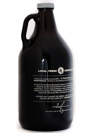 Growler (jug) - Image: 64 fluid ounce Growler style beer bottle in brown glass with a screw top cap