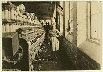 Georgia (U.S. state) - A girl spinner in a Georgia cotton mill, 1909.