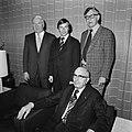 Aankomst schakers Smyslov en Karpov op Schiphol, Bestanddeelnr 929-3592.jpg