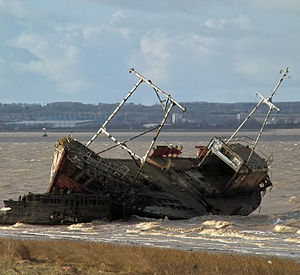 Abandoned wrecked Trawler lies midway between New Holland and Goxhill Haven - Feb. 2010.jpg