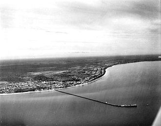 Urangan Pier - Aerial photograph of Hervey Bay looking north across the Urangan Pier, 1967