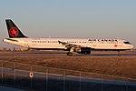Air Canada Airbus A321 C-GJWD (40863237181).jpg
