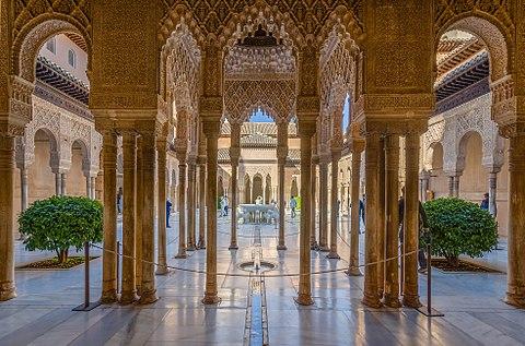 Alhambra Lowenhof mit Lowenbrunnen