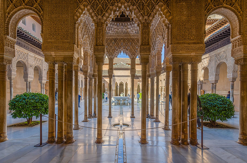 Alhambra L%C3%B6wenhof mit L%C3%B6wenbrunnen 2014.jpg