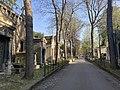 Allée du cimetière de Montmartre.jpg