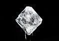 Alumiiniumkaaliumsulfaati monokristall.jpg