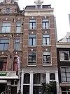 foto van Huis met latere gevel onder rechte lijst waarop een dakvoorschot