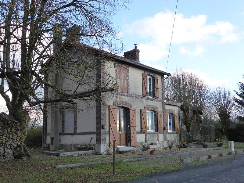 Ancienne gare de Fontaine-Simon, en Eure-et-Loir, sur la ligne de La Loupe à Prey-Évreux.