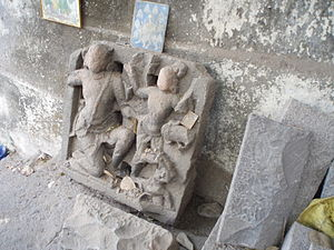 History of Mumbai under indigenous empires - Ancient statues of the Silhara dynasty around the Walkeshwar Temple
