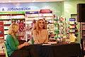 Andrea Sawatzki während einer Lesung in Neubrandenburg 01.JPG