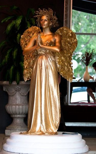 File:Angel human statue (20156887549).jpg