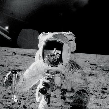 Bean on the Moon during Apollo 12 Apollo12Visor.jpg