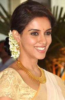 Asin at Riteish Deshmukh and Genelia D'Souza's wedding at Grand Hyatt.jpg