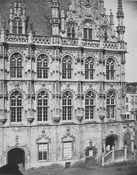 File:Audenarde. Hôtel de Ville (detail).jpg