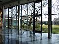 Aula mit Blick nach Südosten in den großen Innenhof. Im Hintergrund das Gästehaus Freiherr vom Stein..JPG