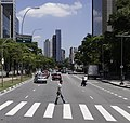Avenida Faria Lima, cruce de peatones.jpg