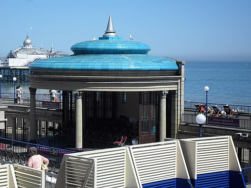 Bandstand and Colonnade at Grand Parade, Eastbourne (NHLE Code 1385904) (May 2010)
