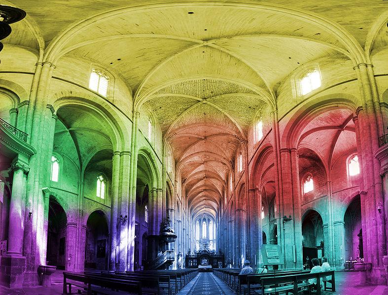 Panorama de la Basilique de St Maximim La Sainte Baume en fausse couleur