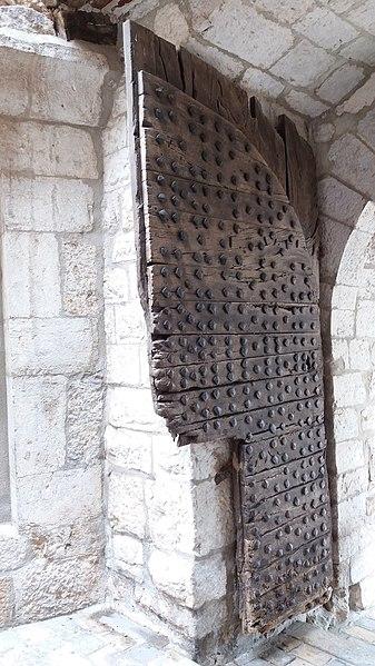 Un battant de la porte Saint-Jean - La Cadière d'Azur.