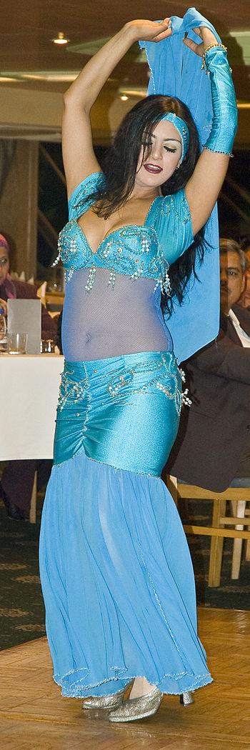 English: Belly dancer in Cairo, Egypt