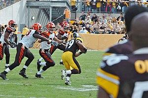 2006 Cincinnati Bengals season - Pittsburgh's Willie Parker is pursued by the Bengals defense in their week 3 encounter