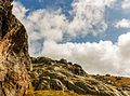 Bergtocht van parkeerplaats bij centrale Malga Mare naar Lago Lungo. Enorme rotsblokken bergplateau 03.jpg