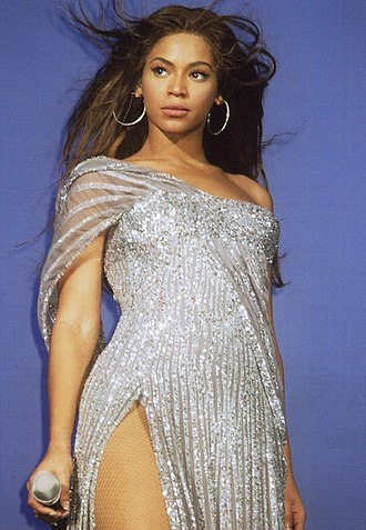 "Beyoncé - Beyoncé performing ""Listen"" from the motion picture Dreamgirls during The Beyoncé Experience tour. She received a Golden Globe nomination for her performance as Deena Jones in the film."