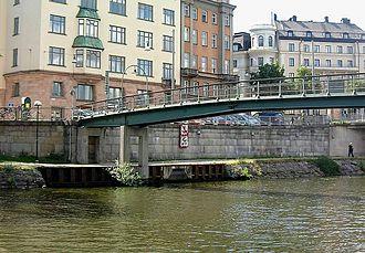Blekholmsbron - Western end of Blekholmsbron with Kungsholmen in the background.