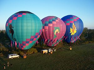 Монгольфьер Википедия Три аэростата готовятся к старту Орландо штат Флорида