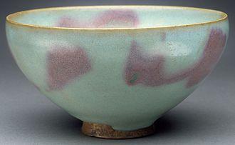 Jun ware - Jun wheel-thrown stoneware bowl with blue glaze and purple splashes, Jin dynasty, 1127–1234