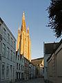 Brugge, de toren van de Onze-Lieve-Vrouwekerk (oeg82359) vanuit de Mariastraat foto5a 2015-09-25 19.08.jpg