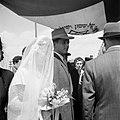 Bruidspaar onder een 'choepa', het baldakijn waaronder de huwelijksvoltrekking p, Bestanddeelnr 255-0311.jpg