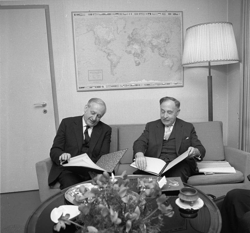 Bundesarchiv B 145 Bild-F011987-0004, Bonn, Gastarbeitervertrag mit Irland