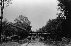 """38 cm SK L/45 """"Max"""" - """"Max"""" mounted on its combined railroad and firing platform"""