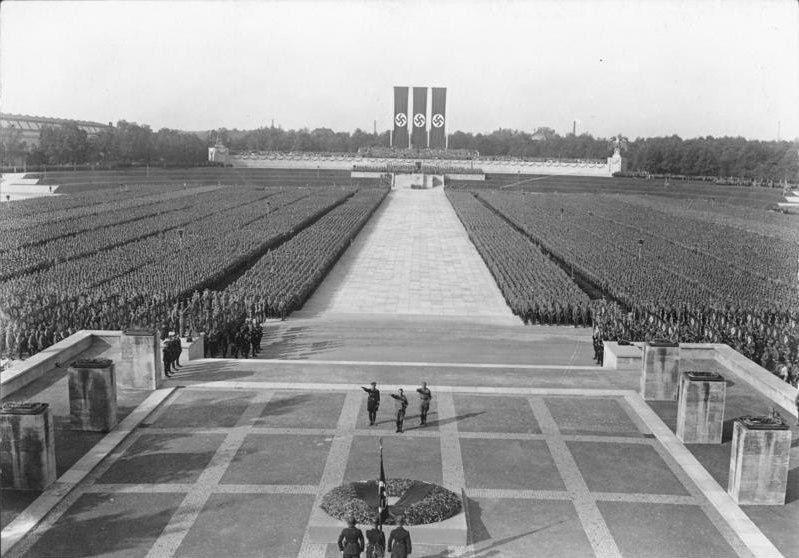 Bundesarchiv Bild 102-16196, Nürnberg, Reichsparteitag, SA- und SS-Appell