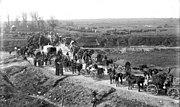 Bundesarchiv Bild 104-0984A, Bei Etricourt, Truppen auf Landstraße
