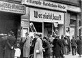 Bundesarchiv Bild 146-1979-046-20, Magdeburg, zerstörtes jüdisches Geschäft.jpg