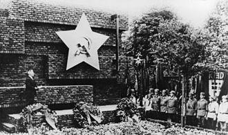 Wilhelm Pieck - Image: Bundesarchiv Bild 183 08783 0009, Berlin Friedrichsfelde, Einweihung Gedenkstätte