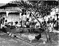 COLLECTIE TROPENMUSEUM De openbare wasplaats in een kampong Java. TMnr 60013019.jpg