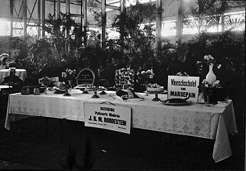 English: Table with marzipan sweets made by 'P...