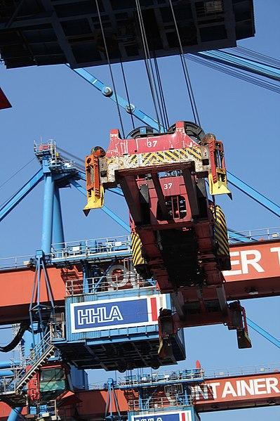File:CT Altenwerder crane 290817.jpg