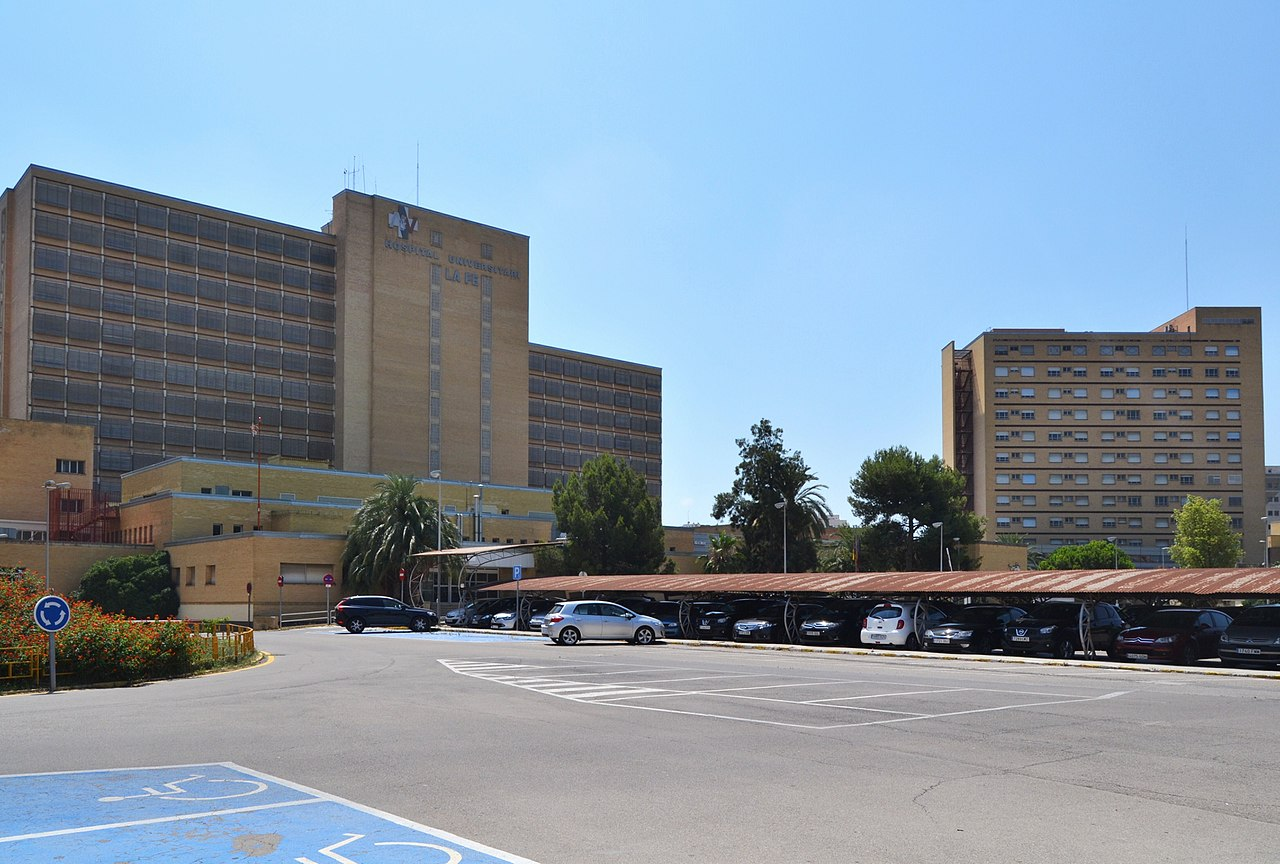 File campanar hospital de la fe val ncia jpg wikimedia - Hospital nueva fe valencia ...