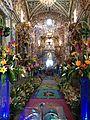 Capilla de San Pedro Tonanzintla, altar y camino.JPG