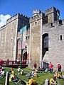 Cardiff Castle Gateway - geograph.org.uk - 557783.jpg