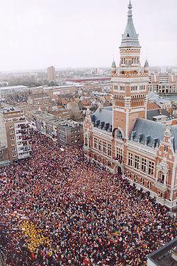 Carnaval de 2004 devant l'hôtel de ville